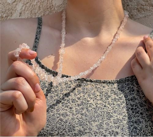 Cuarzo rosa no cortado collar